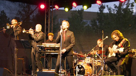 Playlist abspielen - 9 Titel - swinging city stanoschek.de